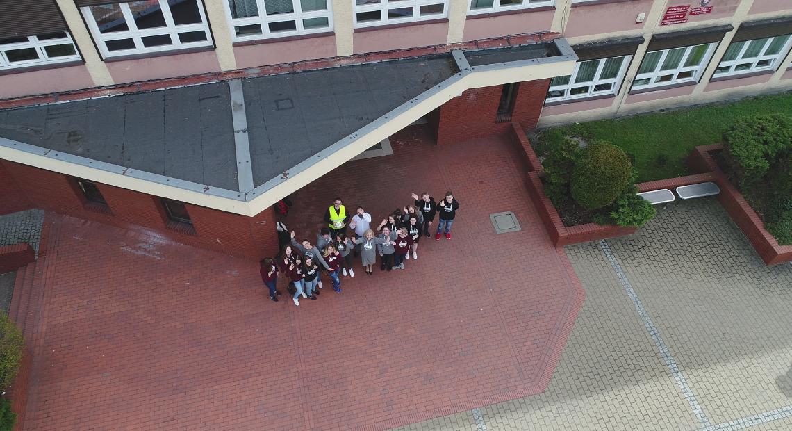 Niskopoziomowe zdjęcie lotnicze wykonane podczas zajęć dydaktycznych w Zespole Szkół nr 1 w Tychach