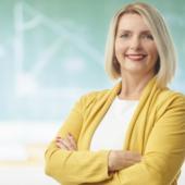 Nauczycielka przy tablicy na studiach podyplomowych